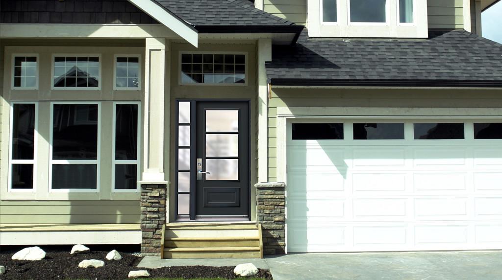 Porte avec un lat ral vitr pleine grandeur avec faux barrotin de surface 1 3 4 portatec for Grandeur de fenetre